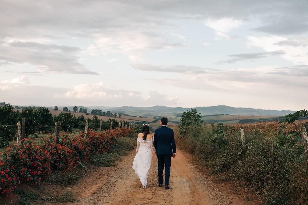 foto dos noivos após a cerimônia do casamento