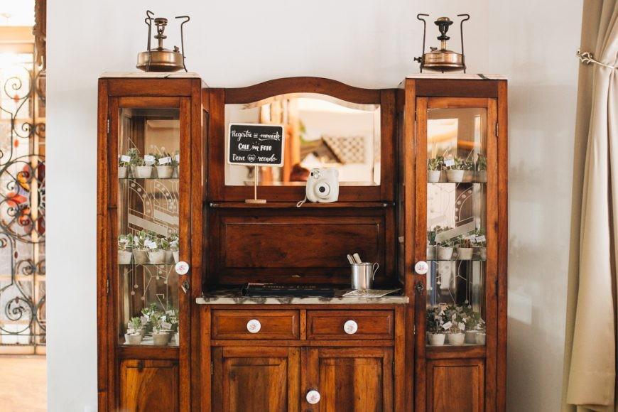 móvel rústico usado na decoração do casamento