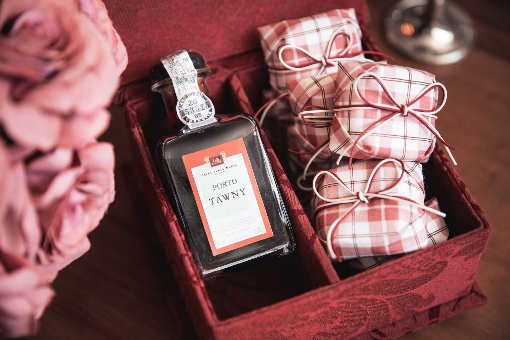 caixa de lembrancinha com bem-casados Emília Bem-casados