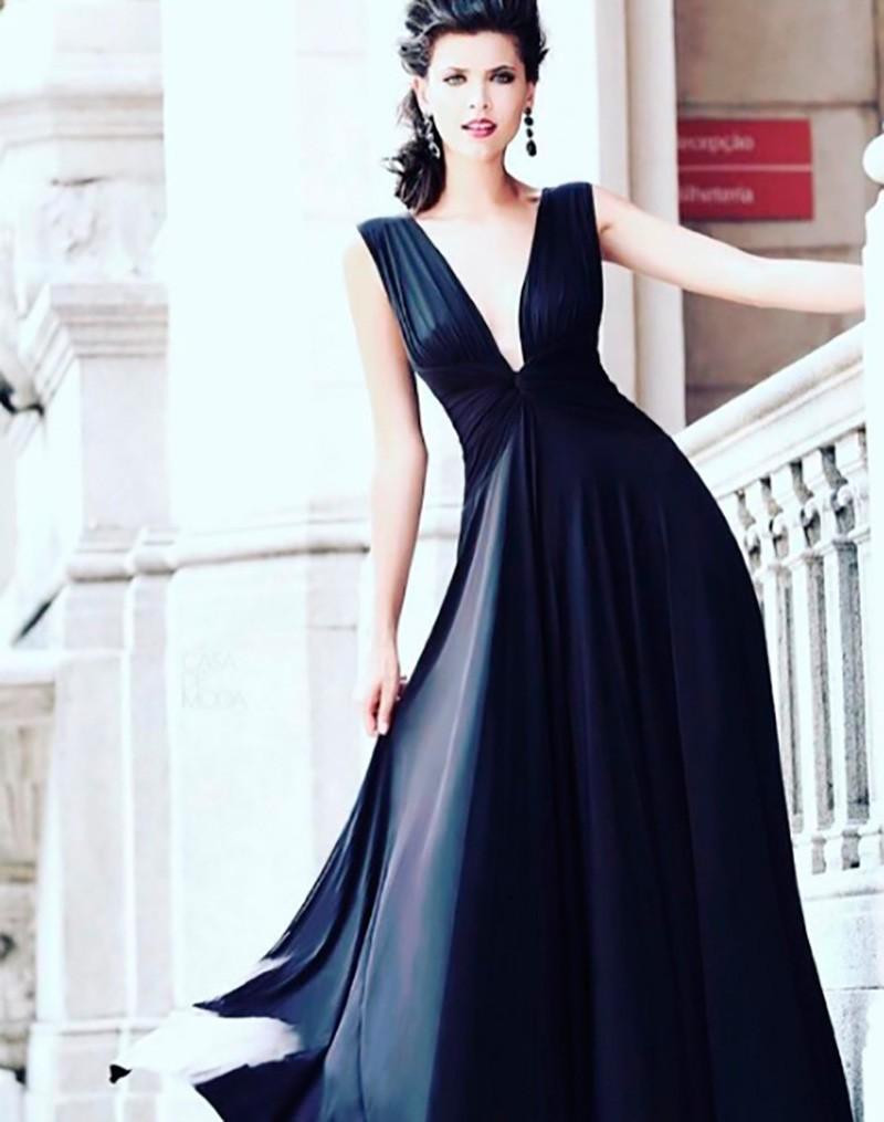 Vestido de festa preto.