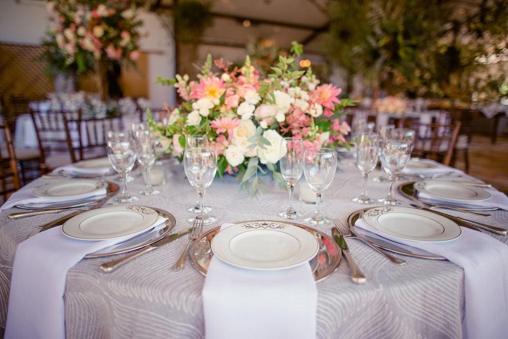 centro de mesa com decoração clássica