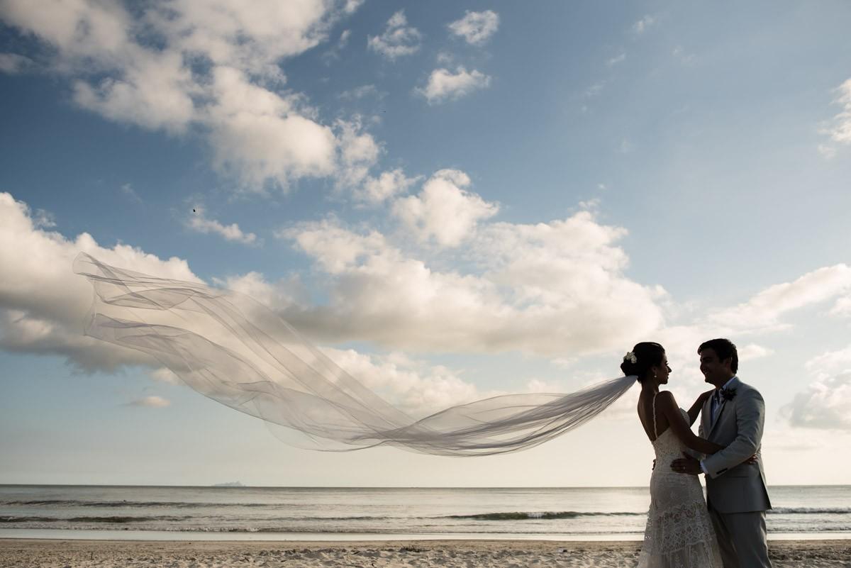 foto posando após a cerimônia do casamento