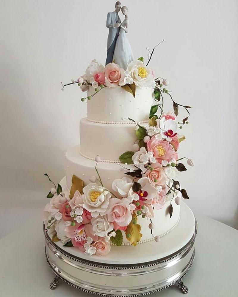 Bolo romântico para casamento com flores
