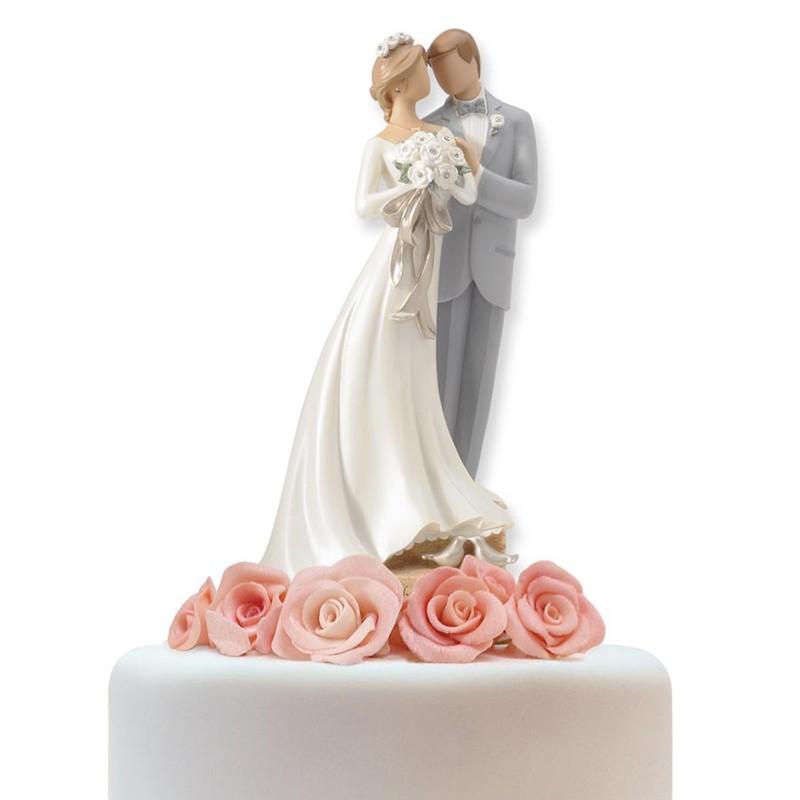 topo de bolo clássico com noivos