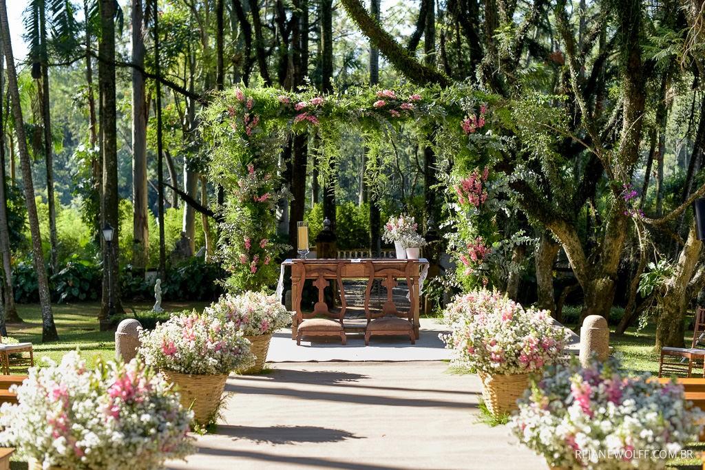 decoração de cerimônia de casamento no campo