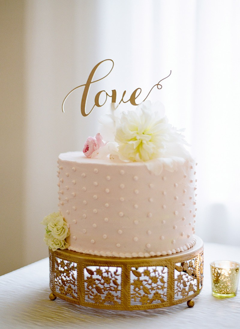 topo de bolo com a palavra love