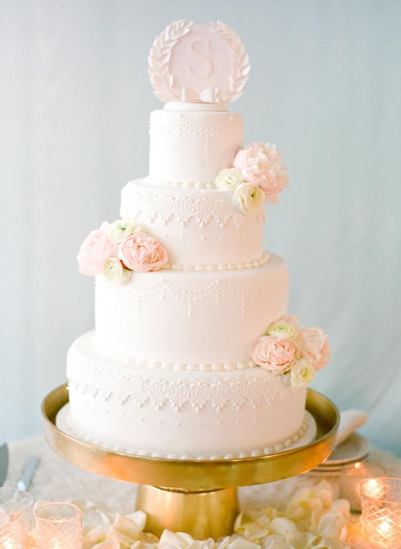 bolo romântico de 4 andares com flores