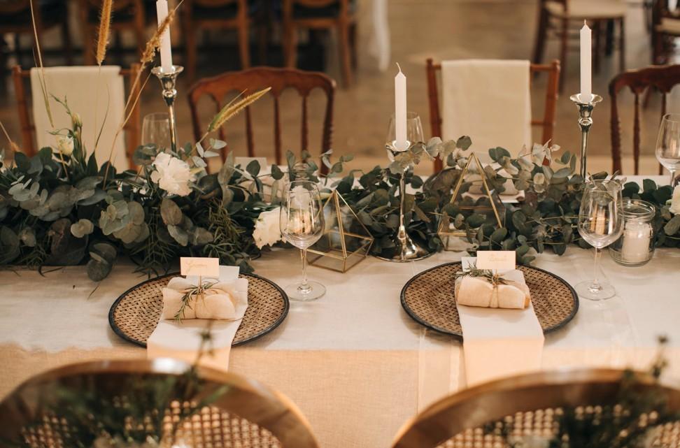 centro de mesa com folhagens