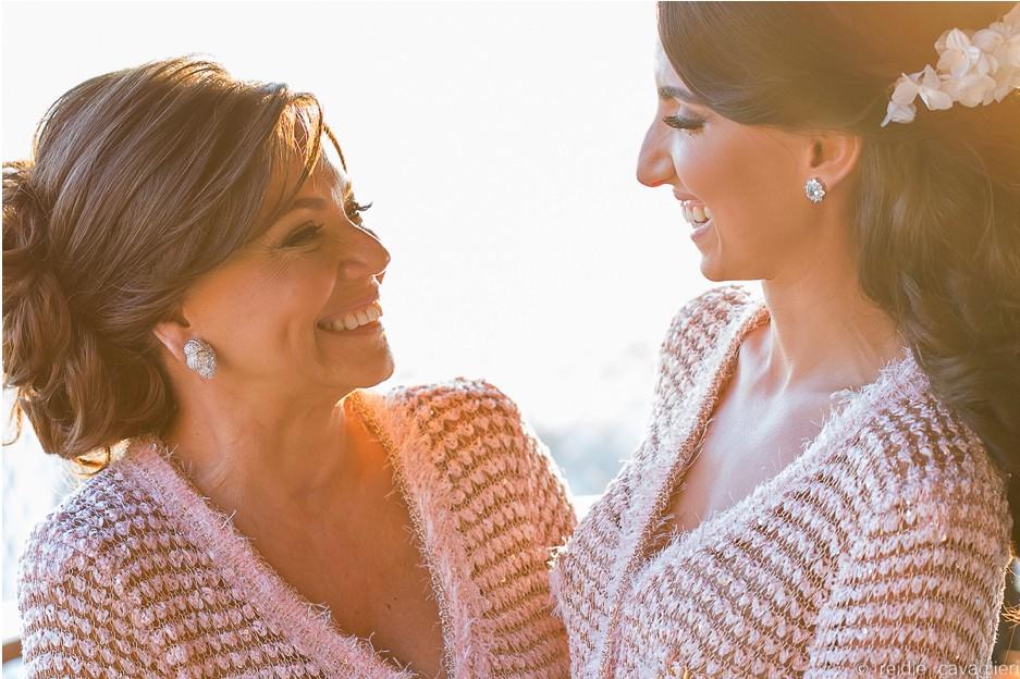 noiva com a mãe antes do casamento