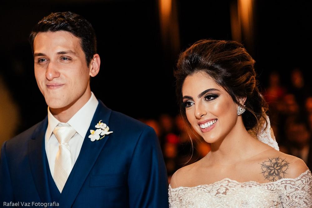 noivos na cerimônia do casamento