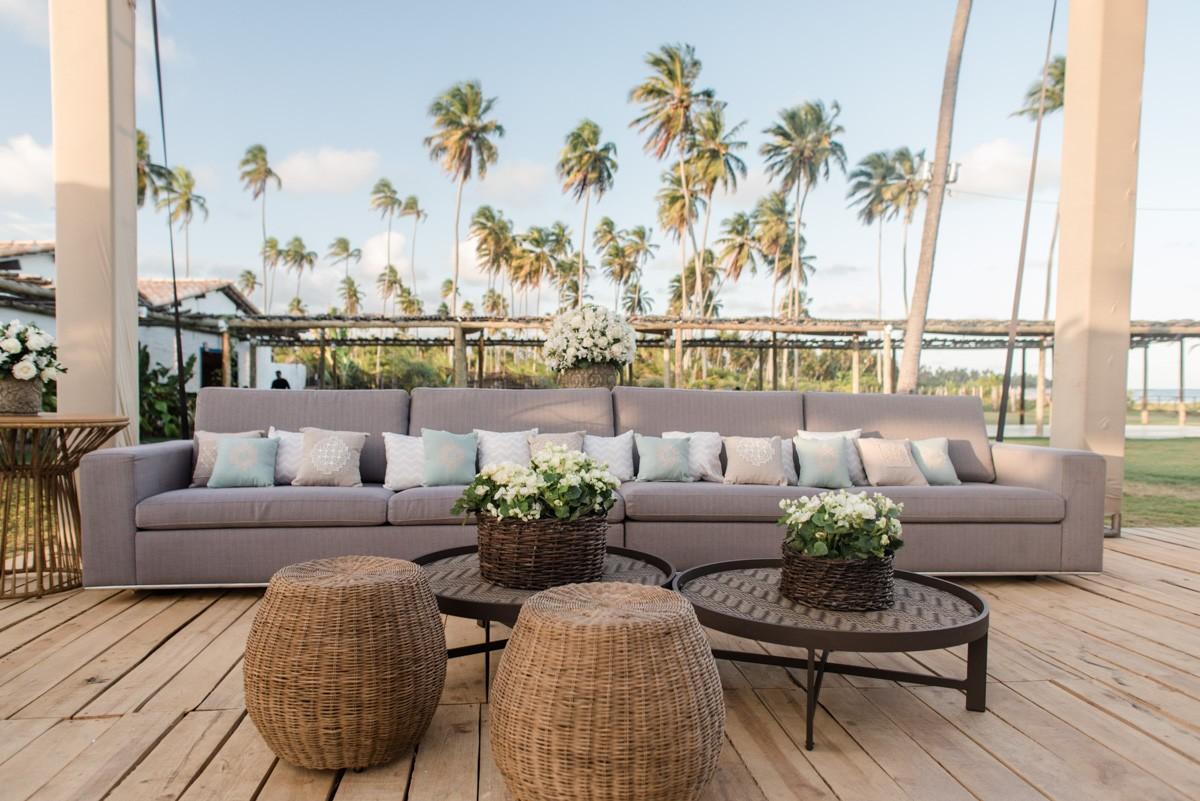 lounge decorado para um casamento na praia