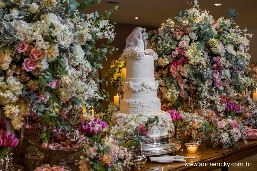 Bolo clássico romântico para casamento