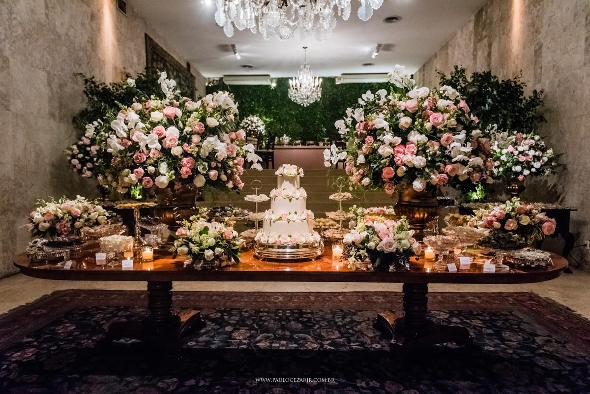 decoração clássica de casamento nas cores rosa, branco e verde