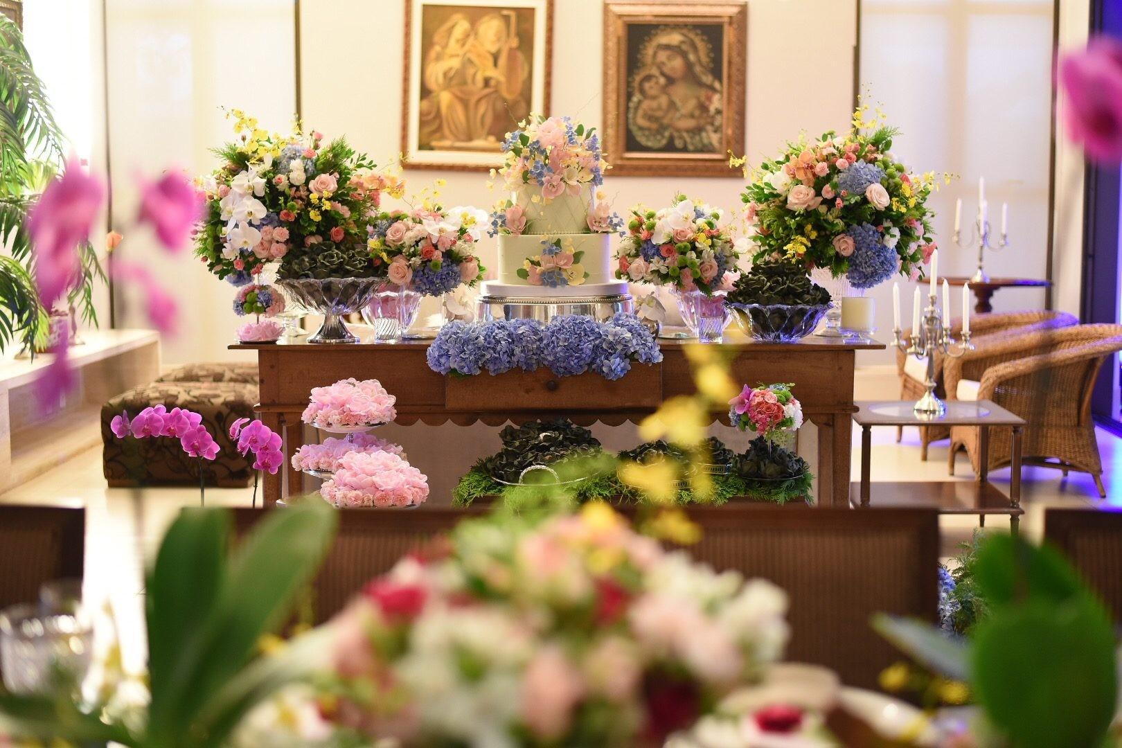 mesa de doces da festa de noivado