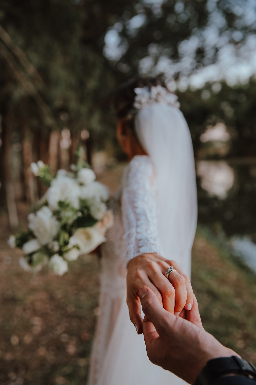 foto da noiva com a aliança