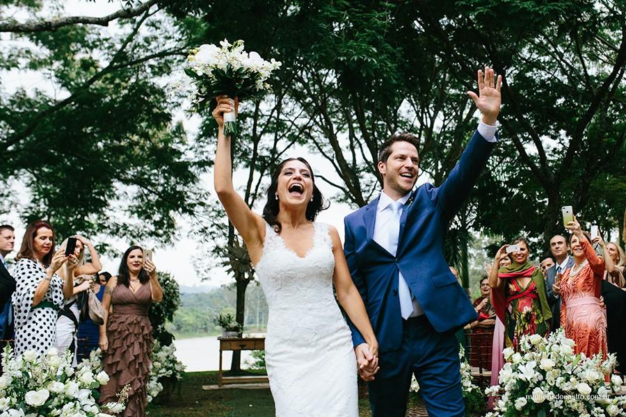 casamento no campo, casamento moderno, vestido de noiva, traje do noivo