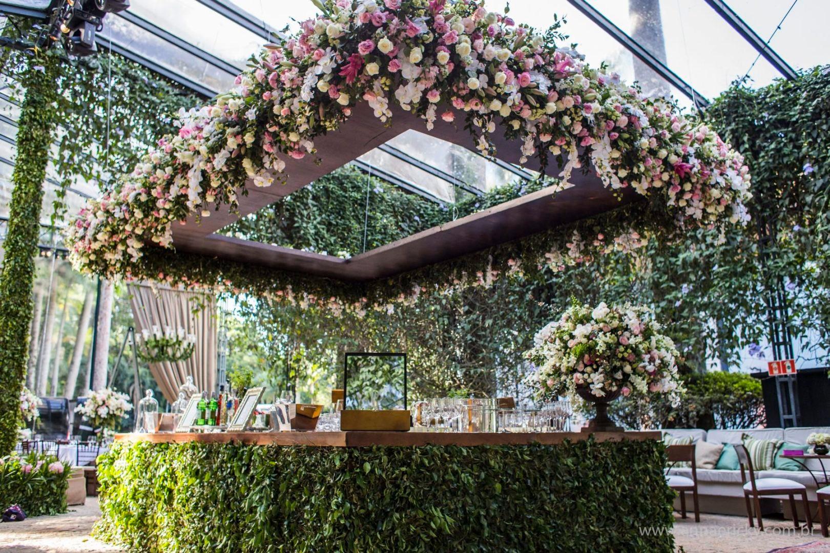 bar de casamento com decoração clássica