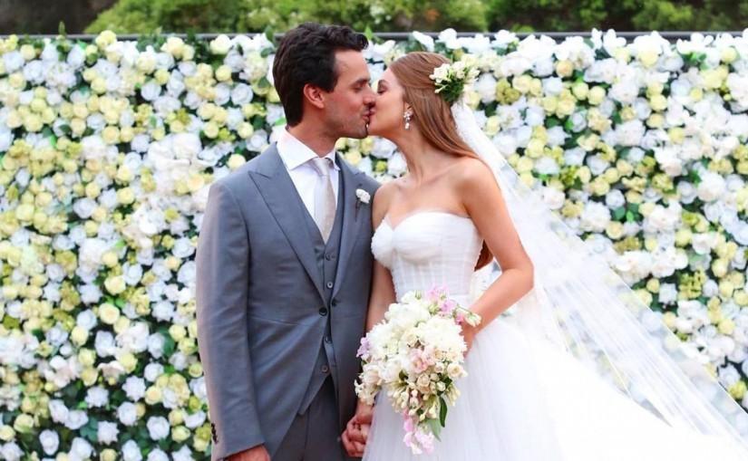 painel de flores na decoração do casamento da Marina Rua Barbosa
