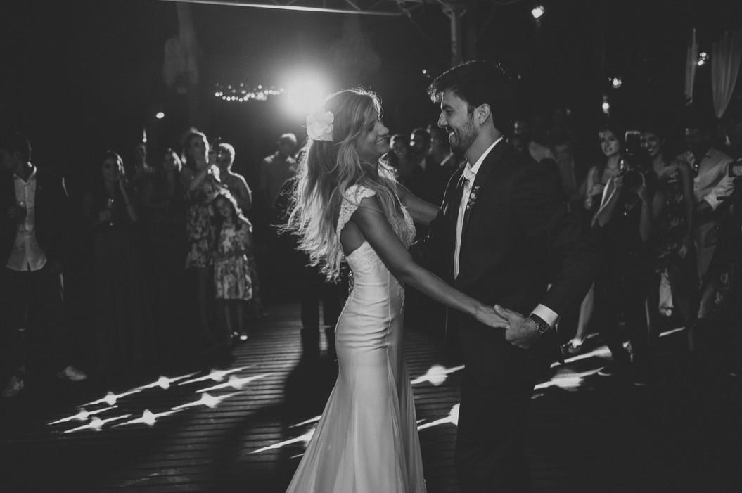 primeira dança dos noivos na festa de casamento