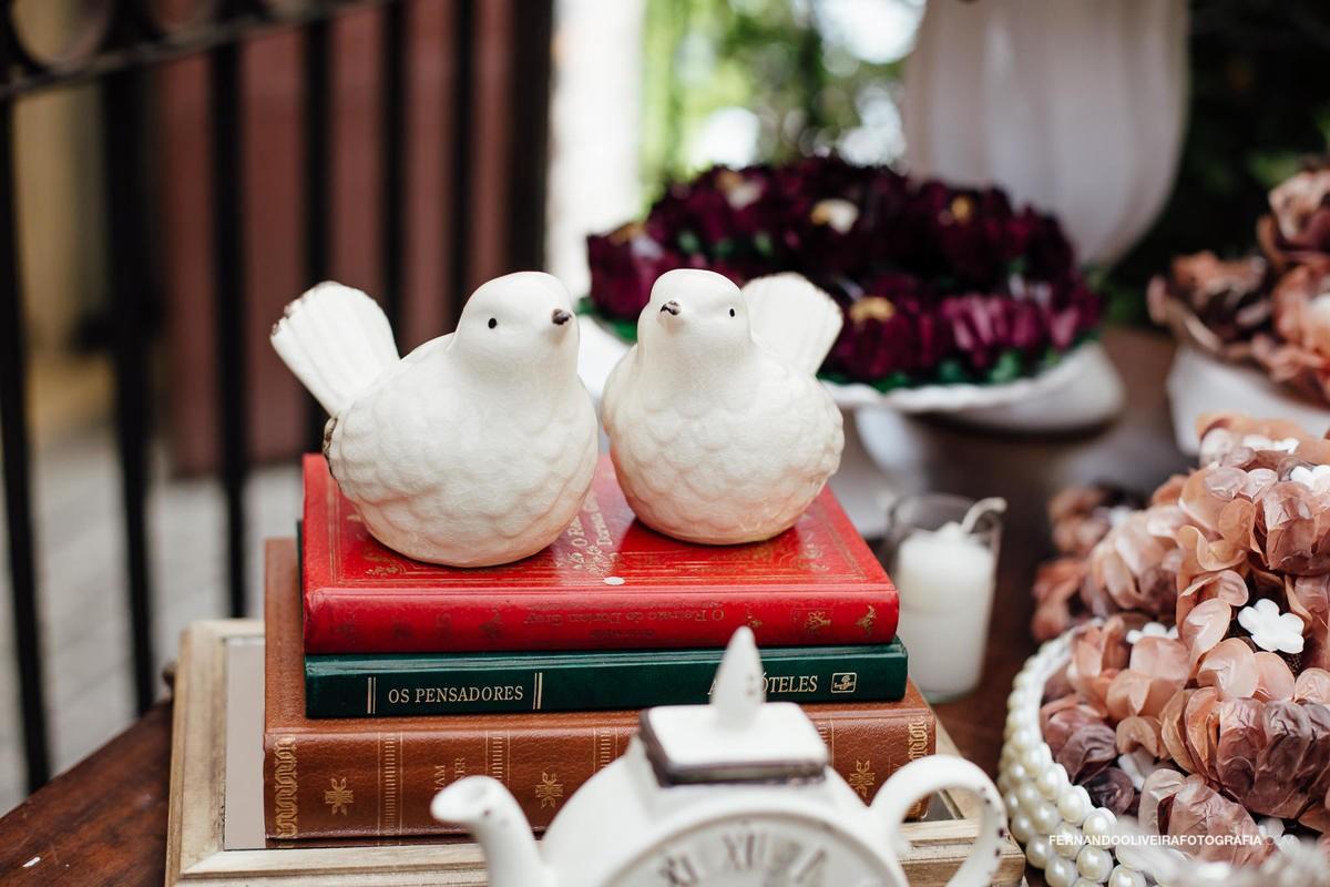 livros na decoração de um casamento