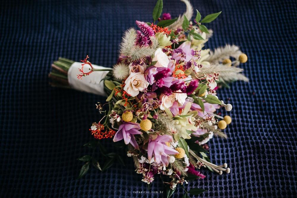 buquê de flores para um casamento na praia