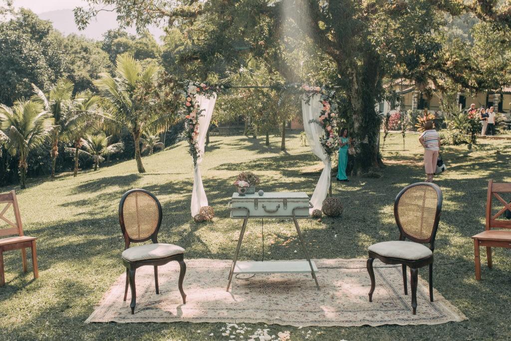 decoração de um casamento rústico no campo
