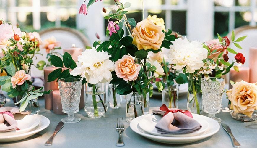 decoração floral para casamento no campo