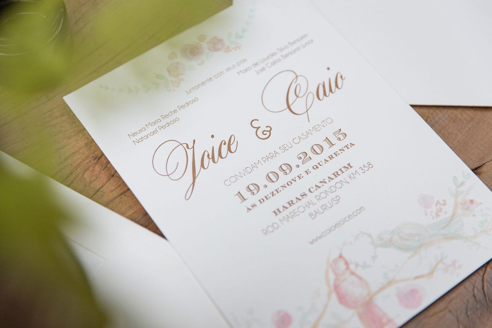 Convite simples com caligrafia colorida da QStampa.