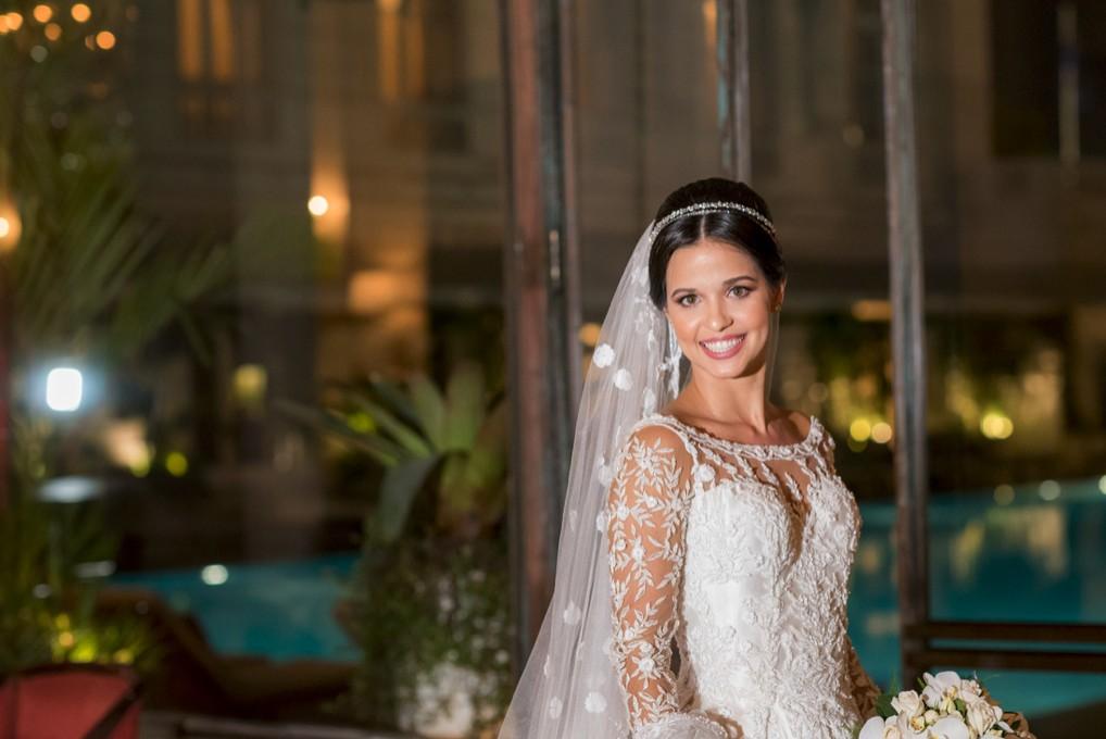 noiva posando antes da cerimônia