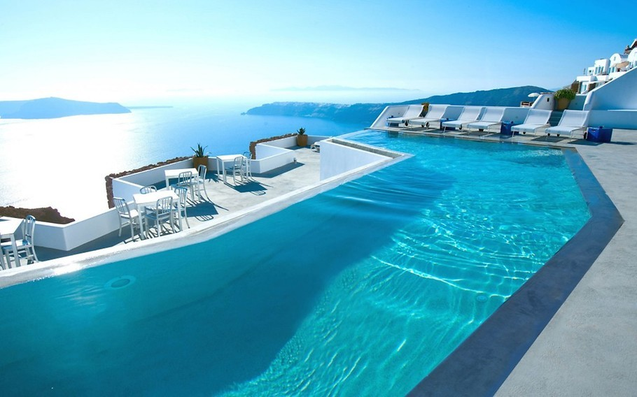 Piscina na Grécia com vista para o mar. Hotel para destino de lua de mel.
