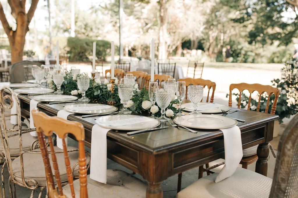 mesa decorada para um casamento no campo