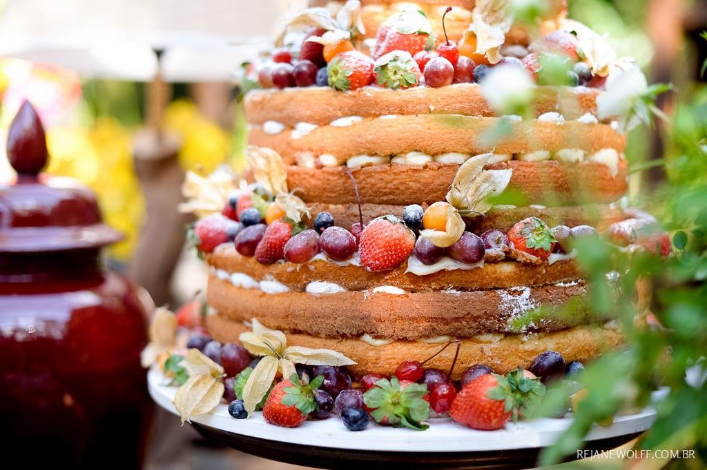 bolo de casamento naked cake com frutas