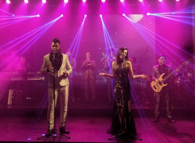 Banda Shine fazendo show em casamento