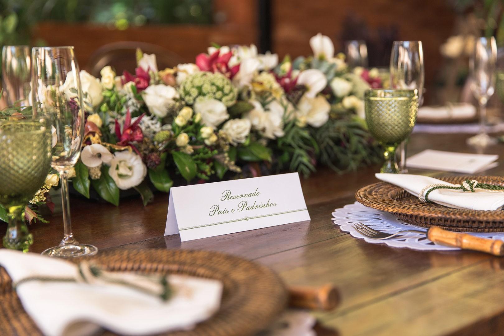 mesa decorada para pais e padrinhos