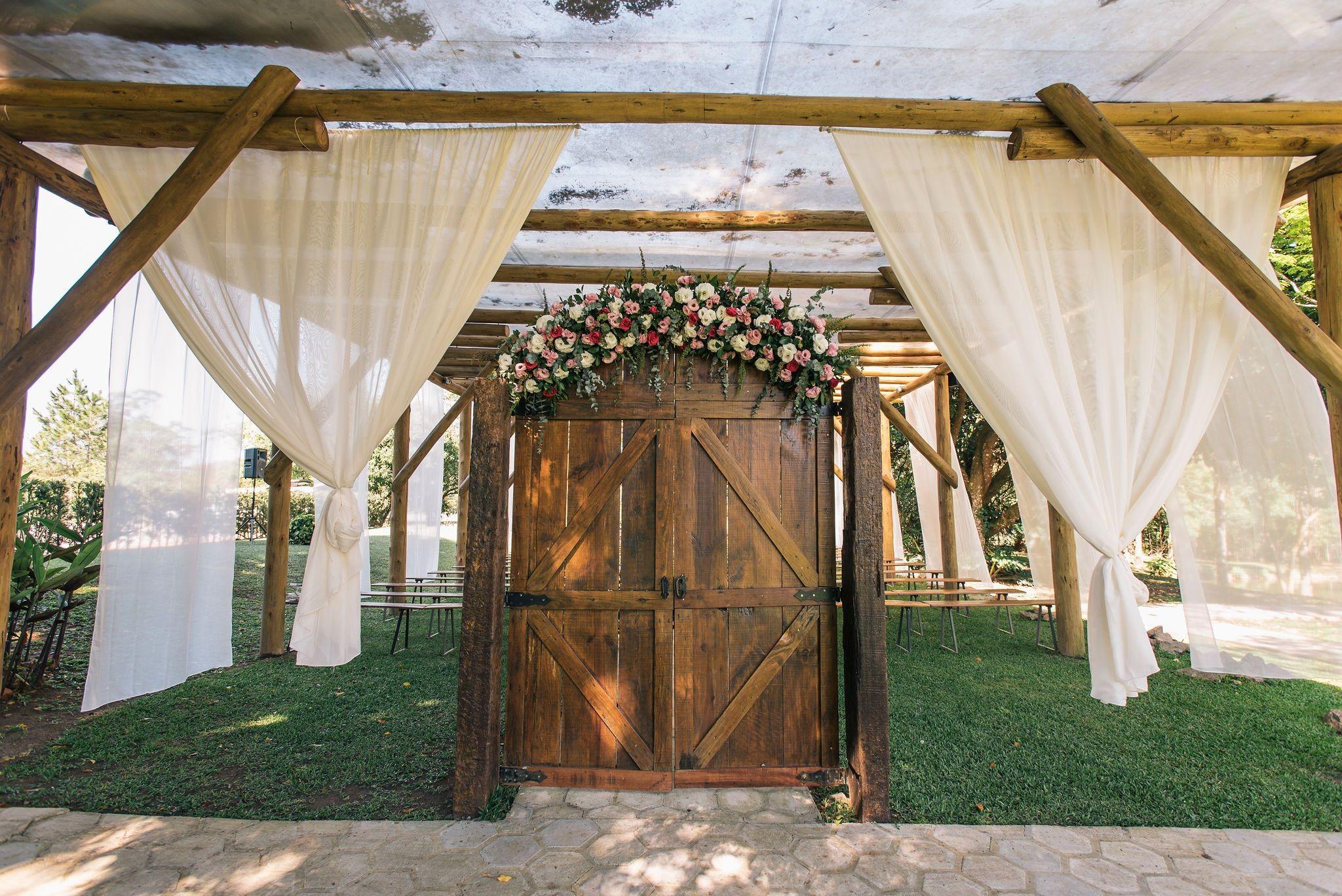 decoração da porta com flores