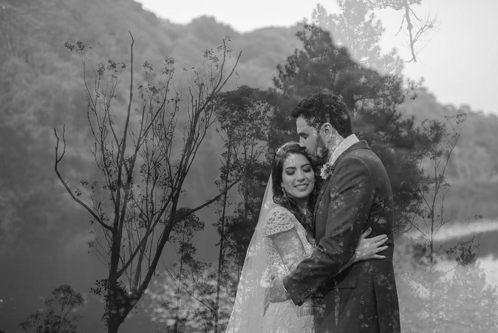 noivos após a cerimônia do casamento