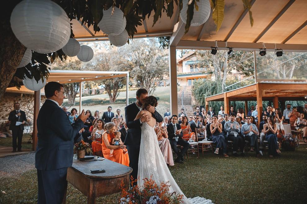Casamento no altar, em casamento rústico no campo.
