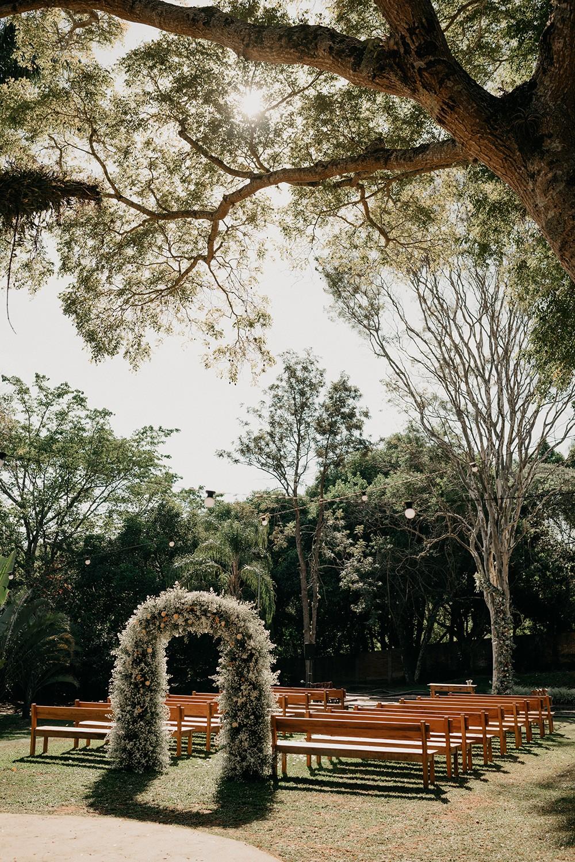 cerimônia de casamento ao ar livre no campo