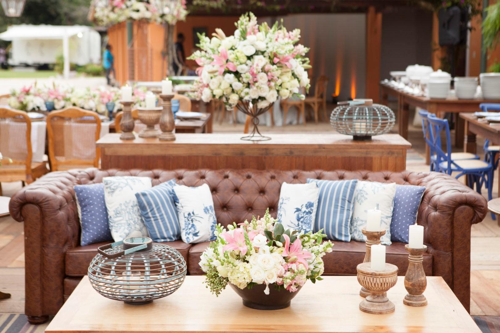 lounge decorado para um casamento no campo