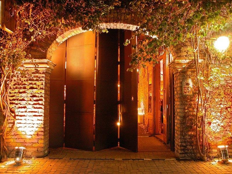 Entrada do Tiella, espaço para casamentos em São Paulo.