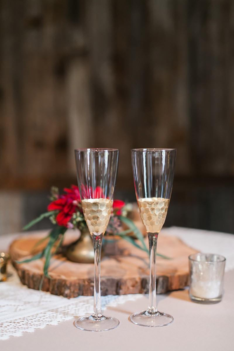 Duas taças de espumante para o brinde do casal.