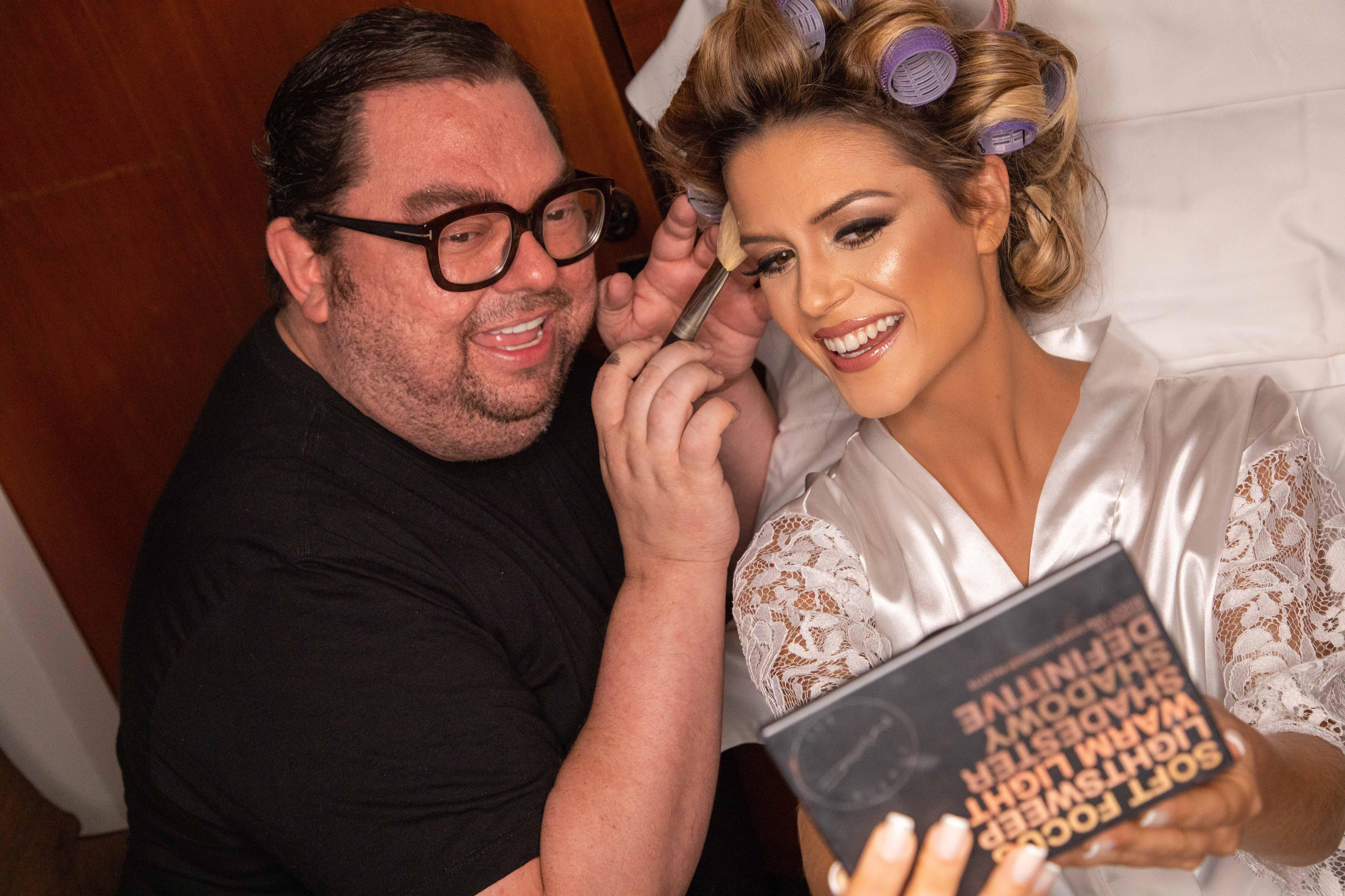 Beca Milano com Jr Mendes no dia da noiva