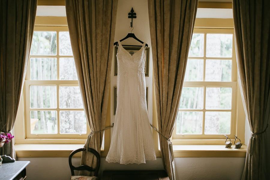 vestido de noiva pendurado